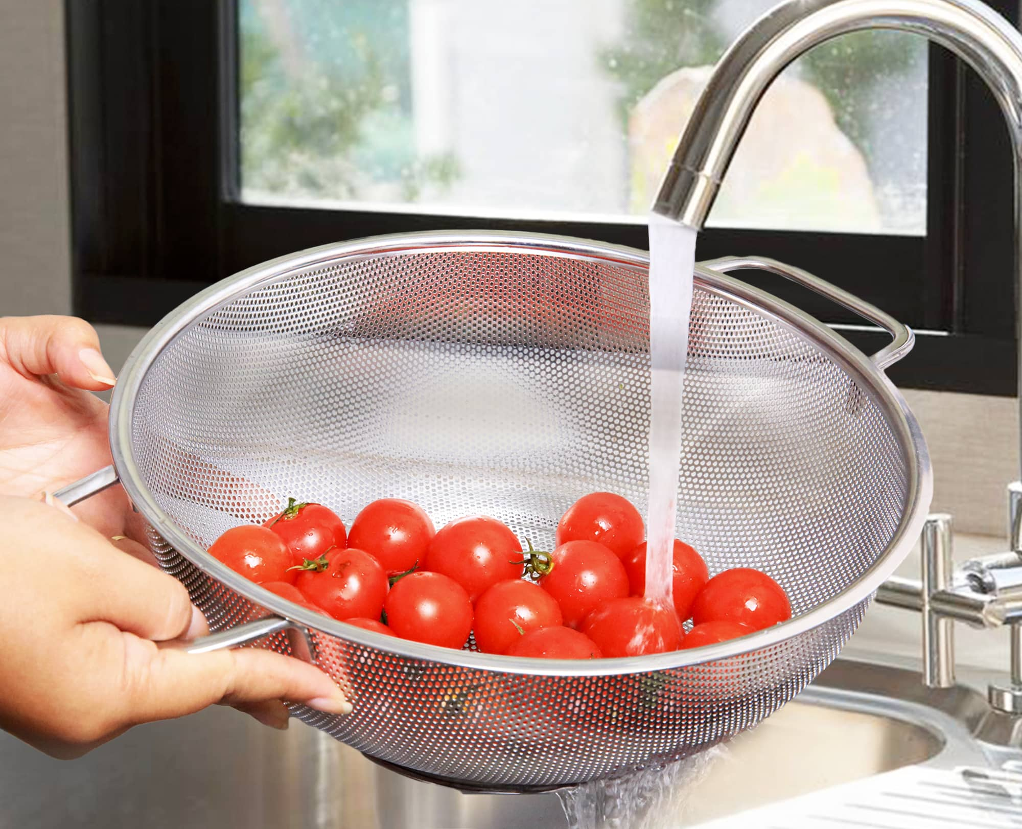 Water quickly drain when rising the tomatoes with Benchusch Premium Stainless Steel Colander
