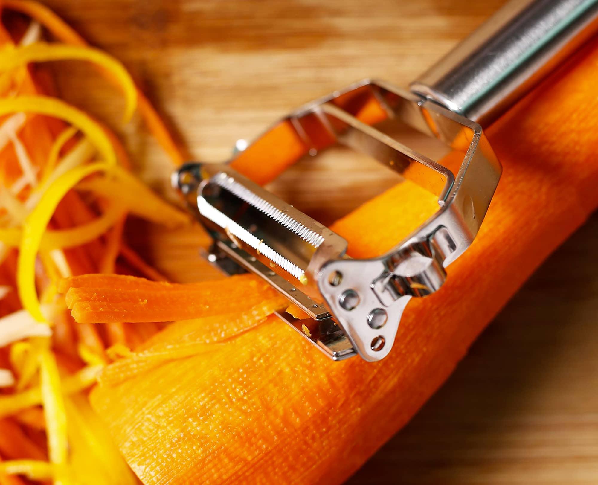 Using Benchusch double blade peeler to julienne carrot