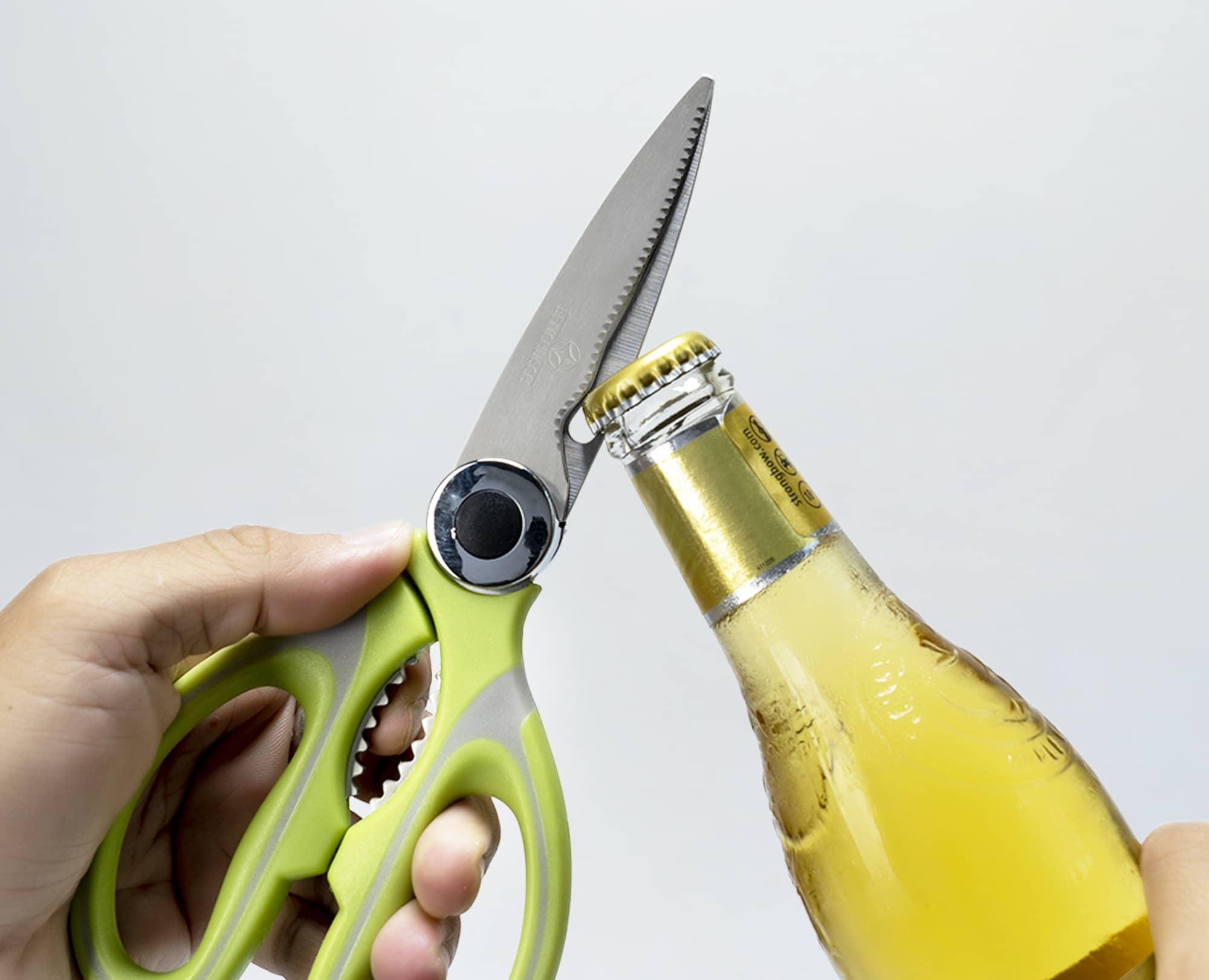 Using Benchusch Multipurpose Kitchen Shears to open the bottle